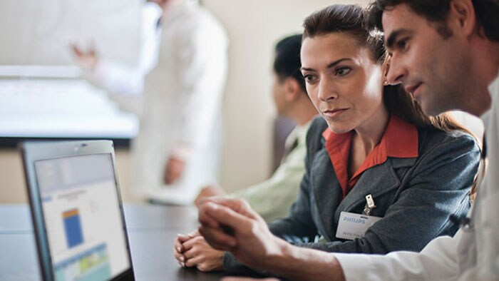 Philips support professional helping clinician use Philips software